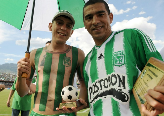 Felipe Alvarez (L), sporting the Atletico Nacional jersey in Medellin, Antioquia department, Colombia.   (Photo credit: RAUL ARBOLEDA for AFP)